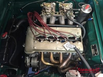 Alfa Romeo testa stretta